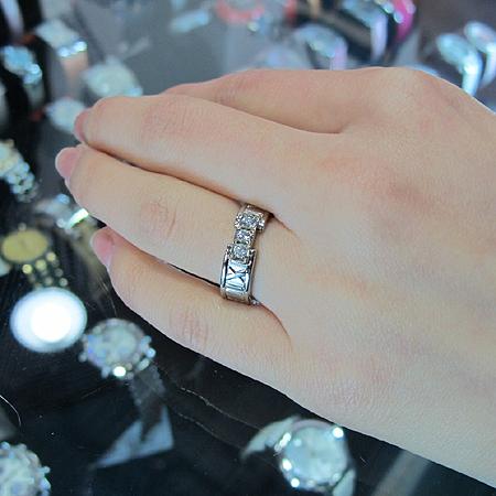 Tiffany(티파니) 18K 화이트골드 아틀라스 3포인트 다이아 반지 [강남본점] 이미지3 - 고이비토 중고명품