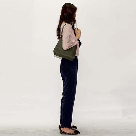 NINA RICCI(니나리치) PVC 금장 로고 숄더백 [대전본점] 이미지7 - 고이비토 중고명품