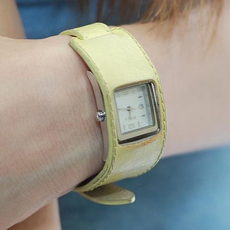 FURLA(훌라) 옐로우 가죽 스트랩 여성용 시계