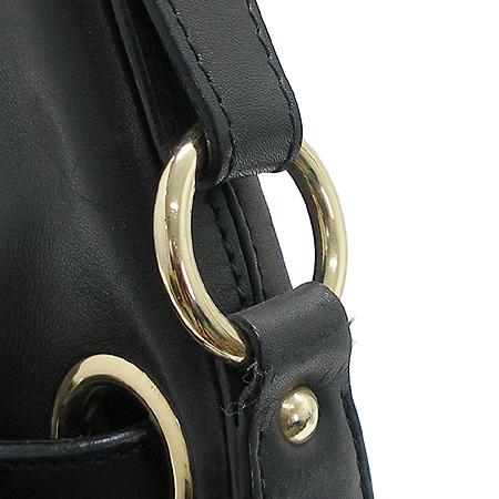 JIMMY CHOO(지미추) 금장 로고 장식 블랙 래더 호보 숄더백