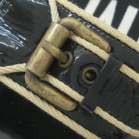 Marc by MarcJacobs(마크바이마크제이콥스) 벨트 장식 블랙 에나멜 여성용 샌들