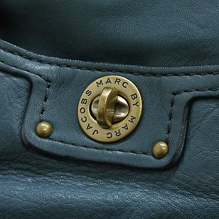 Marc by MarcJacobs(마크바이마크제이콥스) 원 포켓 금장 로고 장식 래더 숄더백