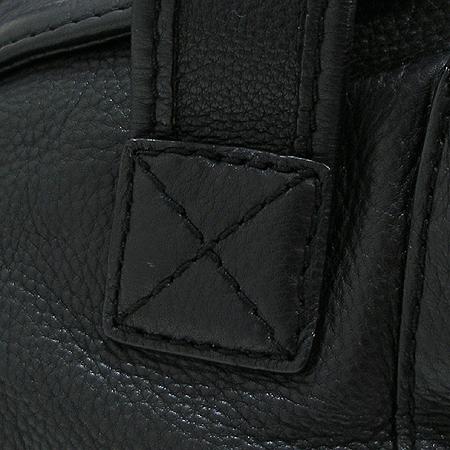 MICHAELKORS(마이클 코어스) 블랙 래더 측면 포켓 장식 토트백