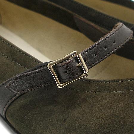 Ferragamo(페라가모) 브라운 컬러 스웨이드 벨트 장식 여성용 구두