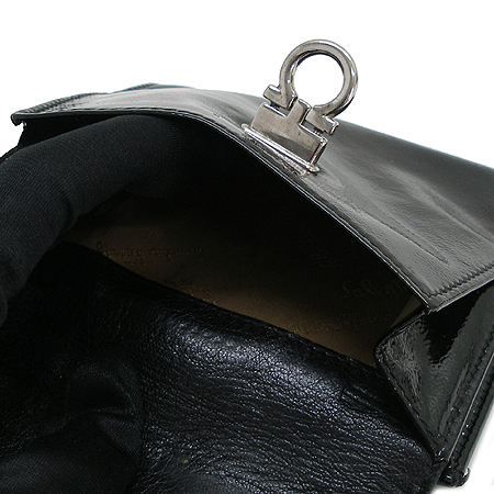 Ferragamo(페라가모) 22 4656 은장 간치니 페이던트 반지갑