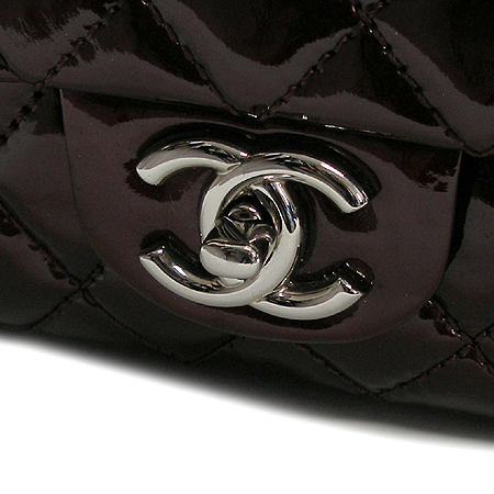 Chanel(샤넬) 페이던트 클래식 M사이즈 은장 체인 숄더백 이미지4 - 고이비토 중고명품