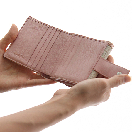 Dior(크리스챤디올) 핑크 컬러 은장 로고 장식 반지갑