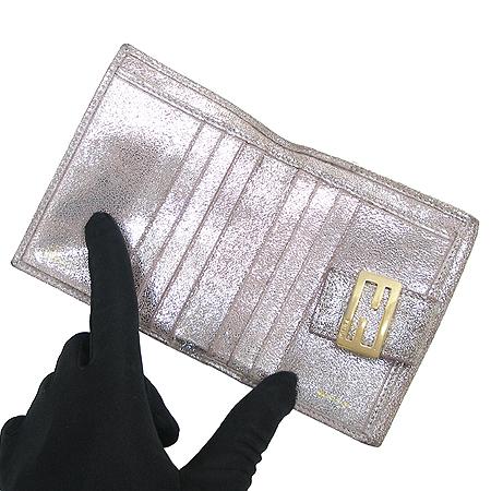 Fendi(펜디) 실버 컬러 펄 금장 로고 장식 반지갑