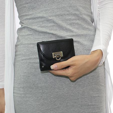 Ferragamo(페라가모) 22-A596 은장 간치니 버클 반지갑 이미지6 - 고이비토 중고명품
