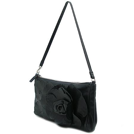 FURLA(훌라) 블랙 컬러 플라워 장식 파우치 숄더백 이미지2 - 고이비토 중고명품