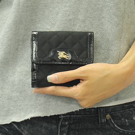 Burberry(버버리) 프로섬 금장 로고 장식 패브릭 누빔 스티치 반지갑