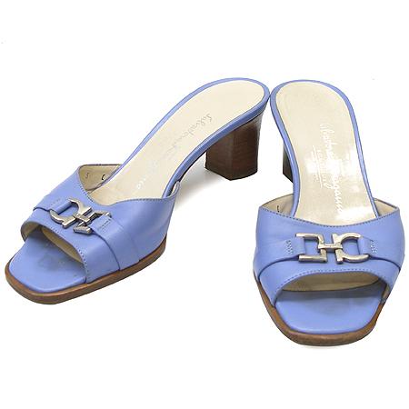 Ferragamo(페라가모) 은장 간치니 장식 라이트 블루 래더 샌들
