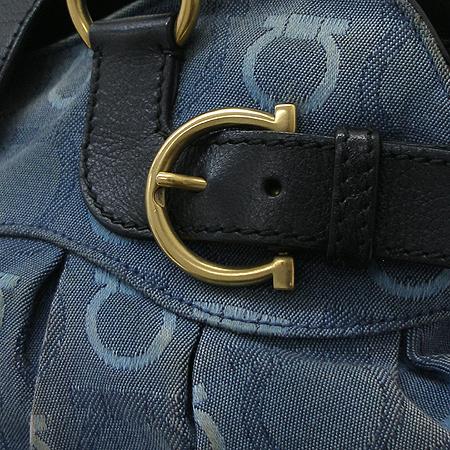 Ferragamo(페라가모) 21 6325 금장 로고 장식 데님 숄더백 이미지5 - 고이비토 중고명품
