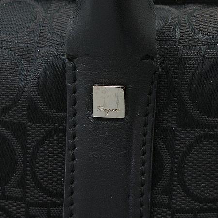 Ferragamo(페라가모) 21 1793 블랙 로고 패턴 패브릭 숄더백