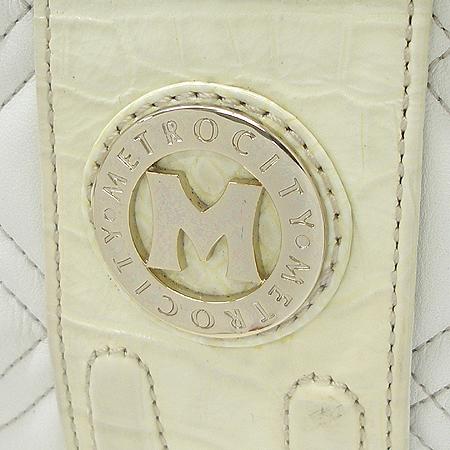 Metrocity(메트로시티) 금장 로고 장식 퀄팅 화이트 컬러 숄더백