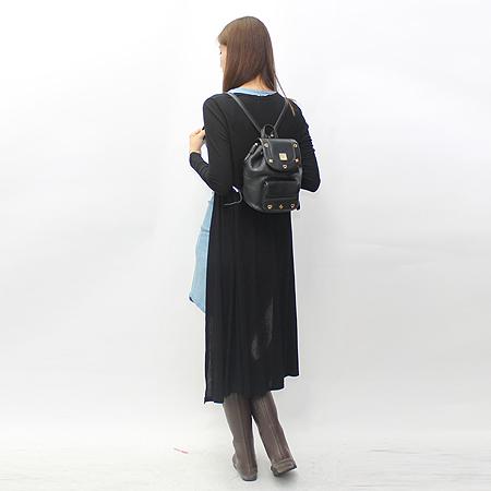 MCM(엠씨엠) 금장 로고 장식 원포켓 블랙 컬러 백팩
