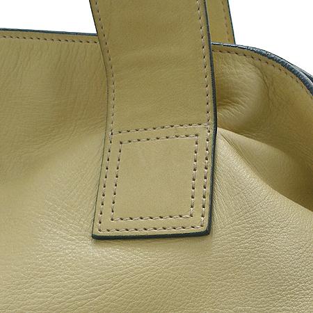 Chanel(샤넬) 옐로우 컬러 램스킨 빅 로고 스티치 토트 겸 숄더백 이미지3 - 고이비토 중고명품