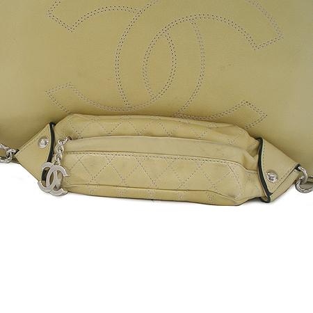 Chanel(샤넬) 옐로우 컬러 램스킨 빅 로고 스티치 토트 겸 숄더백 이미지4 - 고이비토 중고명품