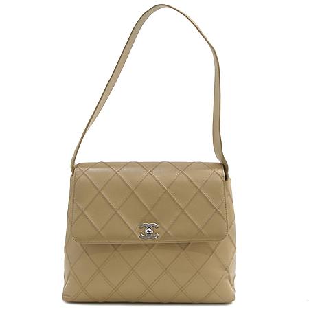 Chanel(샤넬) 베이지 컬러 램스킨 은장 로고 숄더백