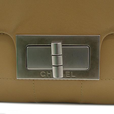Chanel(샤넬) 카멜 래더 은장 빈티지 장식 숄더백