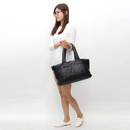 Chanel(샤넬) 블랙 레더 램스킨 코쿤 토트백 이미지7 - 고이비토 중고명품