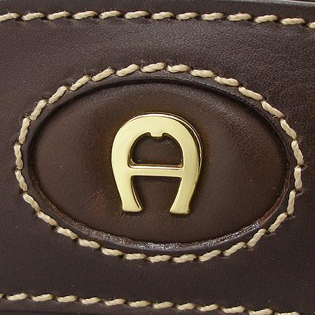 Aigner(아이그너) 브라운 래더 금장 로고 장식 토트백