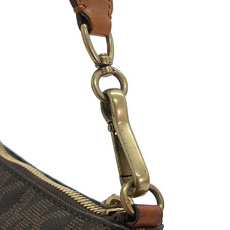 MICHAELKORS(마이클코어스) PVC 로고 패턴 멀티 포켓 미니 숄더백 이미지4 - 고이비토 중고명품