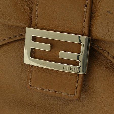 Fendi(펜디) 8BR520 카멜 래더 은장 로고 장식 숄더백