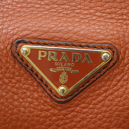 Prada(프라다) 브라운 래더 벨트 장식 숄더백