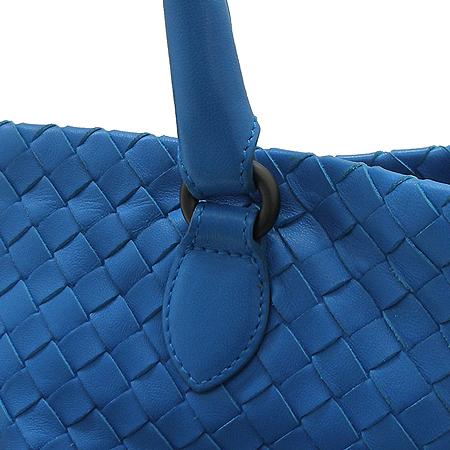 BOTTEGAVENETA (보테가베네타) 226344 라이트 블루 컬러 위빙 레더 바겟 토트백