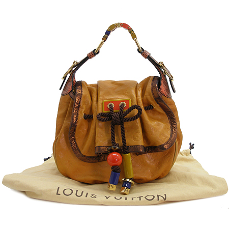Louis Vuitton(���̺���) M97000 ���׷� ������ Į���ϸ� �����