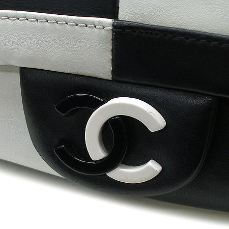 Chanel(샤넬) 로고 장식 블랙&화이트 래더 은장 체인 숄더백