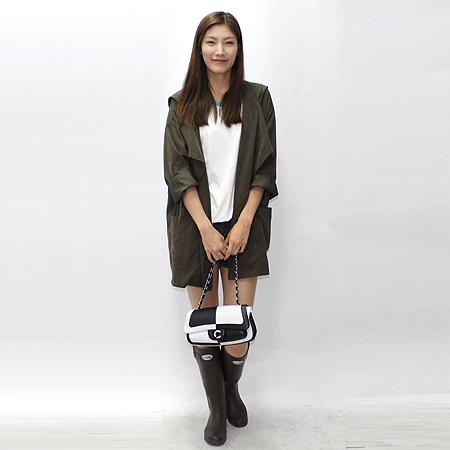 Chanel(샤넬) 로고 장식 블랙&화이트 래더 은장 체인 숄더백 이미지6 - 고이비토 중고명품