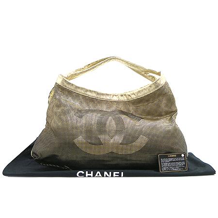 Chanel(샤넬) 골드 메탈릭 그라데이션 COCO 로고 퍼포 래더 숄더백