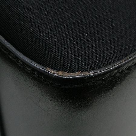 Aigner(아이그너) 금장 로고 장식 블랙 패브릭 숄더백