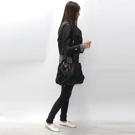 MICHAELKORS(마이클코어스) 금장 로고 장식 블랙 래더 토트백