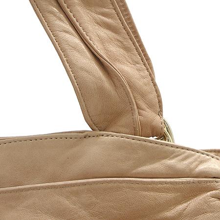 KOOBA(쿠바) 피치 램스킨 사선 은장 지퍼 장식 숄더백