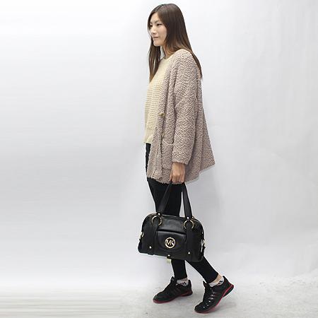 MICHAELKORS(마이클코어스) 금장 로고 원 포켓 블랙 래더 토트백