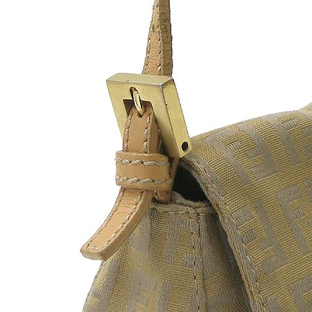 Fendi(펜디) 금장 로고 장식 패브릭 숄더백 이미지5 - 고이비토 중고명품