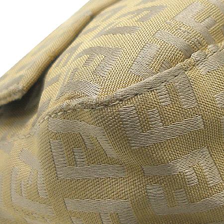 Fendi(펜디) 금장 로고 장식 패브릭 숄더백 이미지6 - 고이비토 중고명품