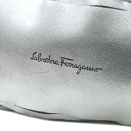 Ferragamo(페라가모) 21 2465 블랙 링장식 스웨이드 복조리 메시 숄더백