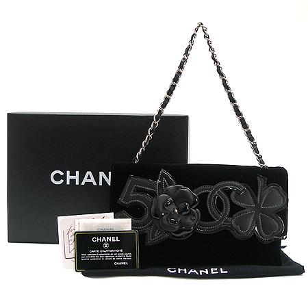 Chanel(샤넬) 까멜리아 장식 블랙 스웨이드 은장 체인 숄더백
