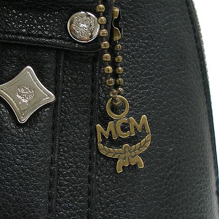 MCM(엠씨엠) 은장 로고 장식 블랙 레더 토트백