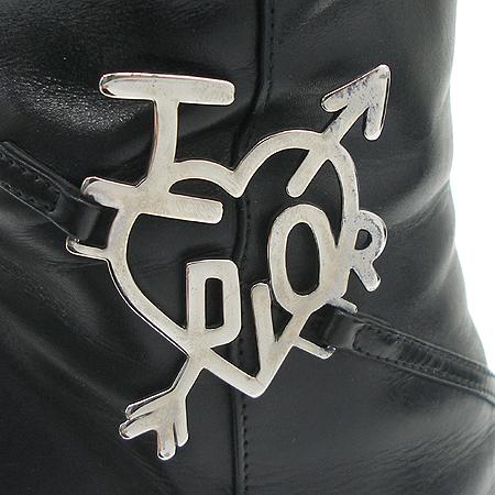 Dior(크리스챤디올) 측면 이니셜 은장 로고 장식 짚업 롱부츠