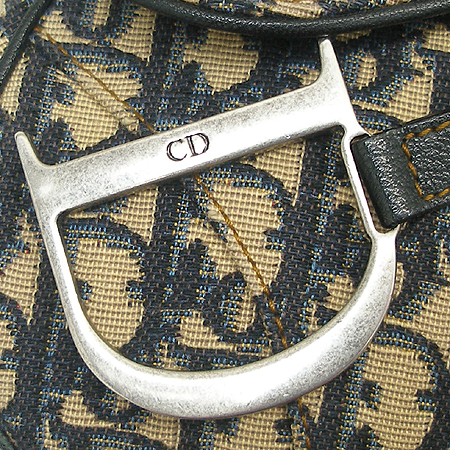 Dior(크리스챤디올) 메탈 로고 장식 자가드 새들 숄더백