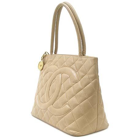 Chanel(샤넬) A01804 캐비어 스킨 베이지 컬러 금장 코인 토트백