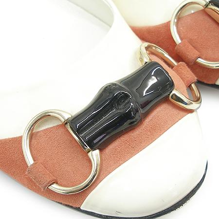 Gucci(구찌) 191310 레드 스웨이드 스티치 뱀부 금장 간치니 장식아이보리 페이던트 플랫 슈즈