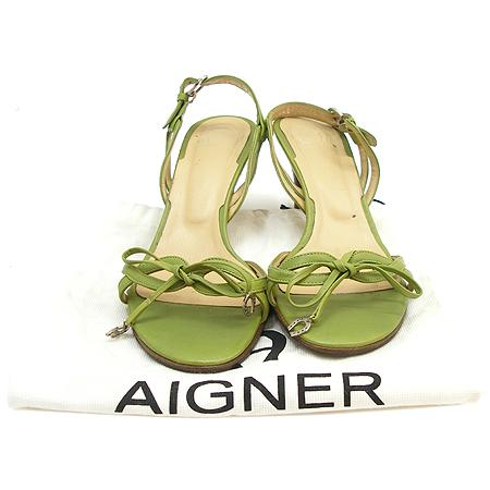 Aigner(아이그너) 은장 로고 장식 그린 래더 미들힐 여성용 샌들
