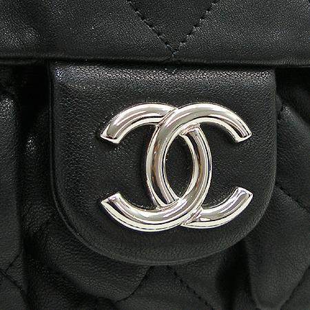 Chanel(샤넬) A49889 Y07458 은장 로고 장식 체인 어라운드 퀼팅 숄더백 [명동매장]