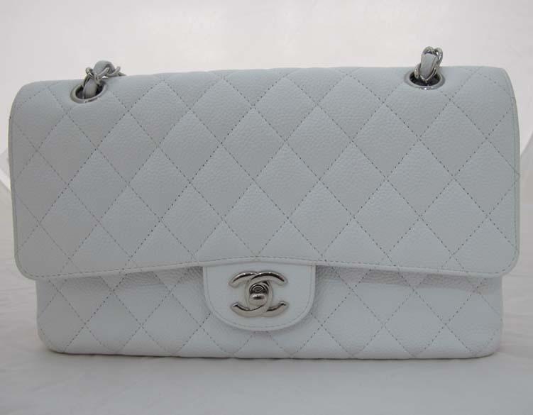 Chanel(샤넬) 캐비어 스킨 클래식 M 사이즈 은장 체인 숄더백